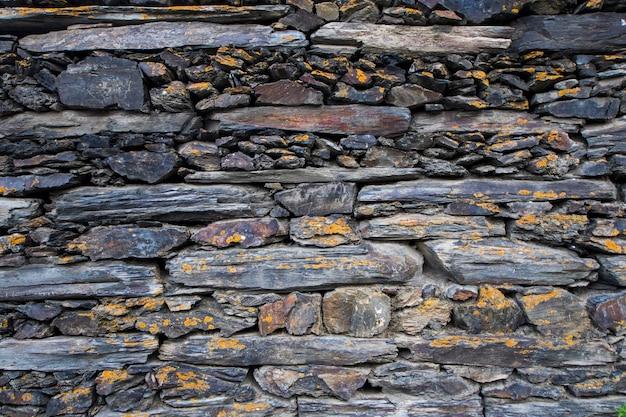 Fond et toile de fond de mur en pierre, vieilles pierres dans le village