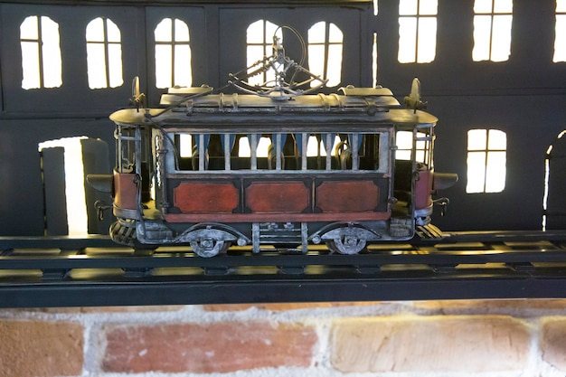 Fond de tram jouet rouge et noir