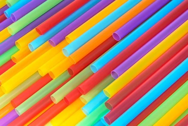 Fond de tubes en plastique colorés