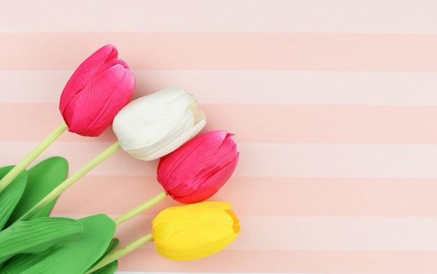 Fond de tulipes de belles fleurs