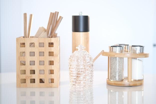 Fond d'ustensiles de cuisine avec copyspace maison cuisine décor concept outils de cuisine accessoires en bois dans un conteneur restaurant cuisine cuisine culinaire thème