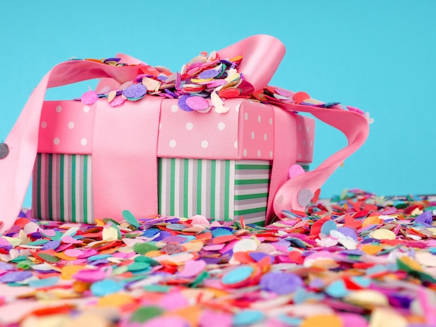 Fond de vacances de confettis