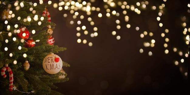 Fond de vacances de noël et du nouvel an avec arbre de noël