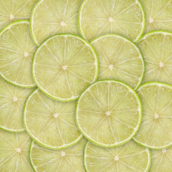 Fond vert avec des agrumes de tranches de citron vert