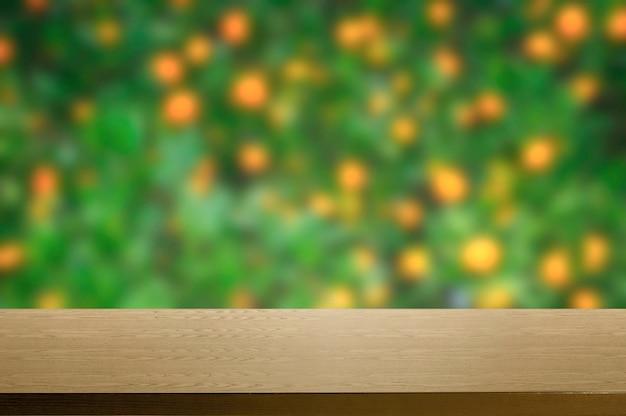 Fond vert avec des fleurs floues