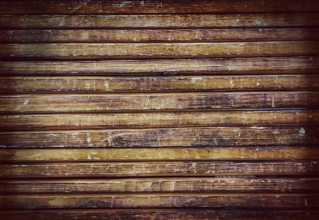 Fond de vieilles planches brunes en bois recouvertes d'un vernis.