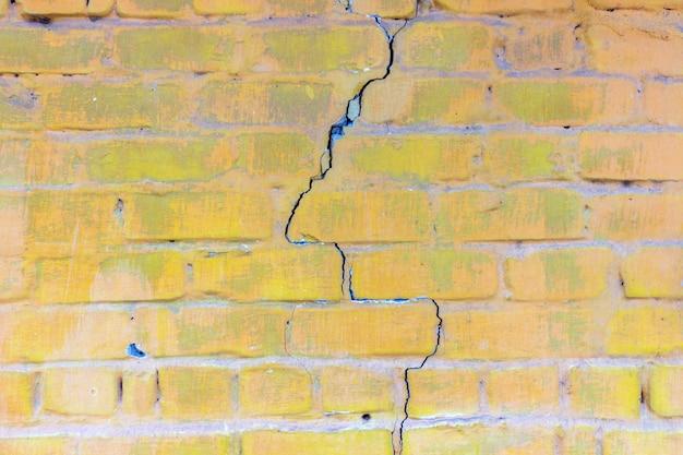 Fond de vieux mur de briques sales vintage avec plâtre. fond ou texture.
