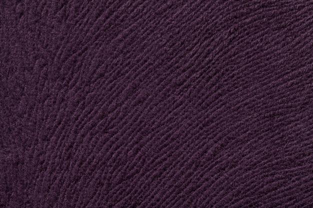 Fond violet foncé en textile doux. tissu à texture naturelle.