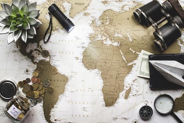 Fond voyage avec lampe de poche