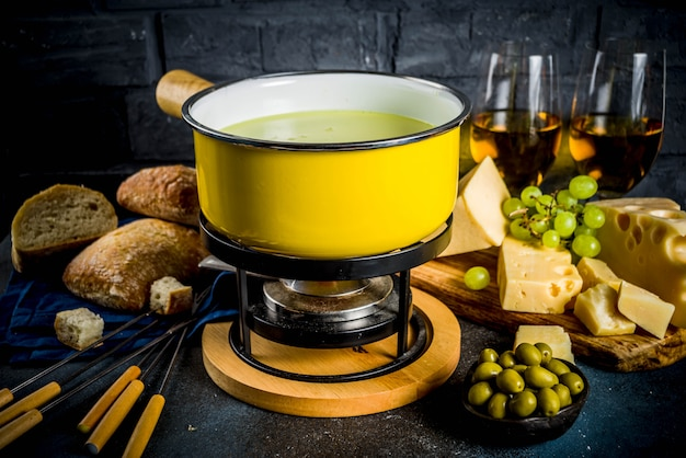 Fondue au fromage suisse classique