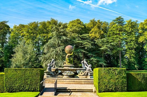 La fontaine de l'atlas à castle howard dans le north yorkshire - england, uk