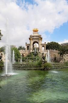 Fontaine dans le parc de la ciutadella à barcelone, espagne
