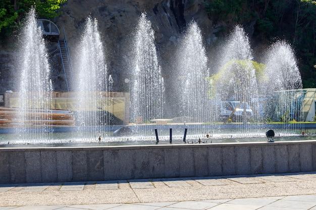Fontaine dans le parc rike, tbilissi, géorgie
