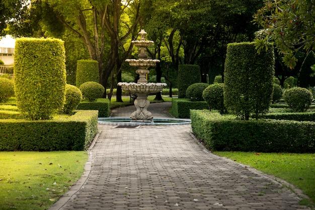 Fontaine dans le parc