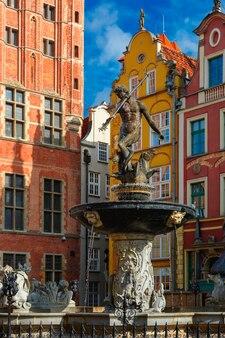 Fontaine de neptune sur la rue long market dans la ville principale de gdansk, pologne