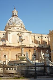 Fontana delle vergogne sur la piazza pretoria à palerme
