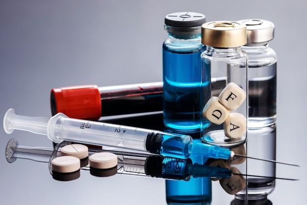 La food and drug administration (fda) est une agence fédérale du ministère de la santé et des services sociaux. le concept d'approbation de nouveaux médicaments, vaccins et produits biopharmaceutiques par la fda.