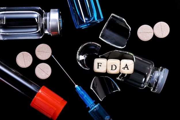 La food and drug administration (fda) est une agence fédérale du ministère de la santé et des services sociaux. le concept de rejet de nouveaux médicaments, vaccins et produits biopharmaceutiques par la fda.