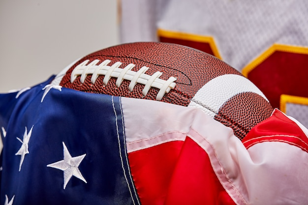 Football américain sur le drapeau américain, ancienne gloire.