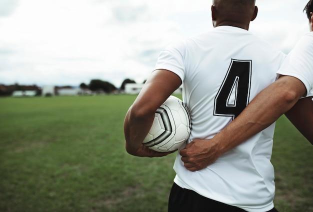 Footballeur en maillot numéro 4