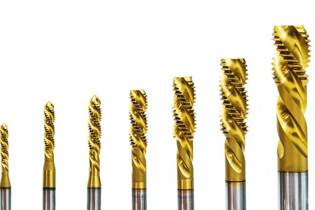 Forets de différentes tailles sur la fissure du foret pour le travail des métaux