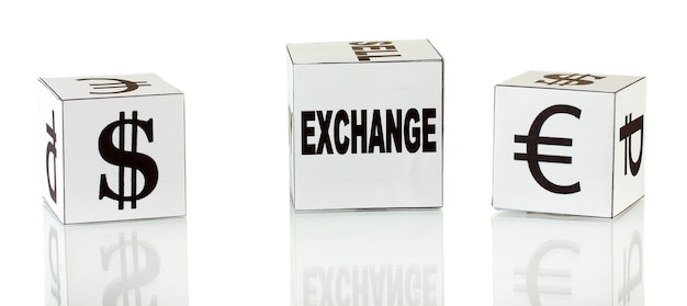 Forex. Monnaie Dans Les Dés Blancs Sur Surface Blanche Photo Premium