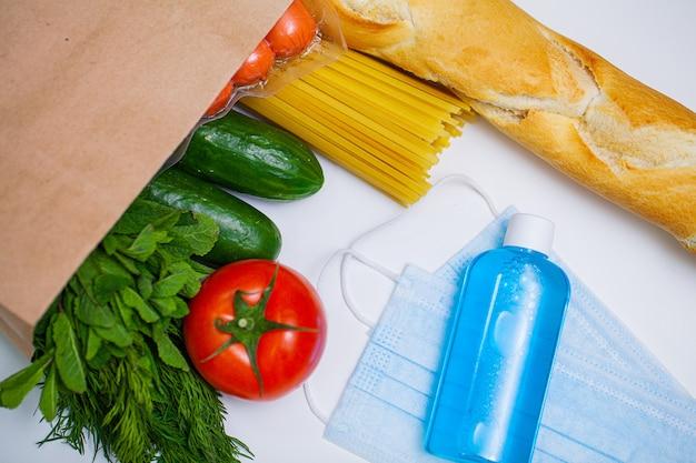 Forfait d'aide sociale avec des produits pour les personnes dans le besoin