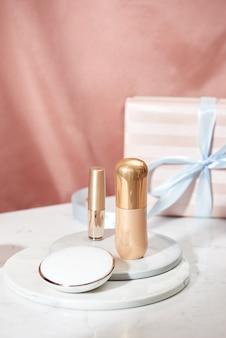 Les forfaits cosmétiques conçoivent des produits de beauté