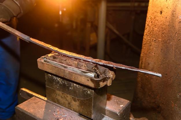 Forgeron, traitement des métaux, enclume.