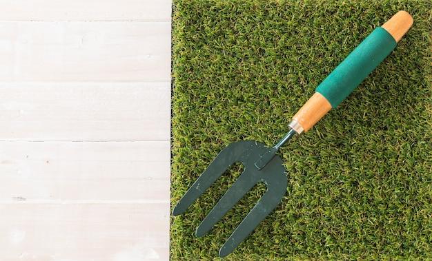 Fork grades sur l'herbe