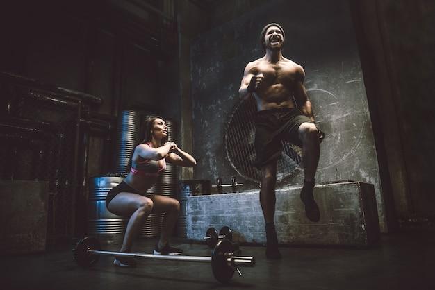 Formation de couple dans une salle de sport