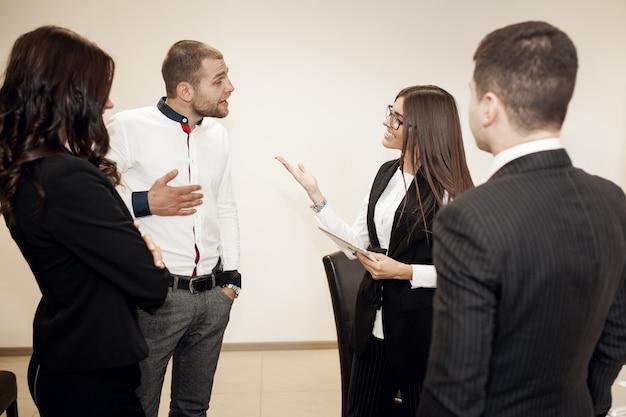 Formation d'entreprise de jeunes bureaux d'affaires