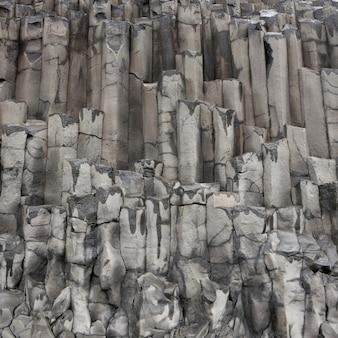 Formation géologique des colonnes de basalte