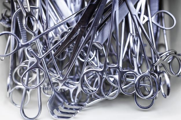 Formation médicale. instruments de chirurgie. soins de santé