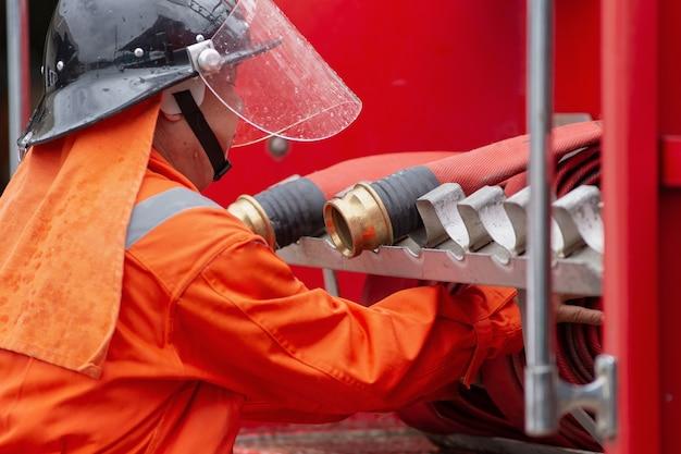 Formation des pompiers, exercice de formation aux désastres représentant une station-service