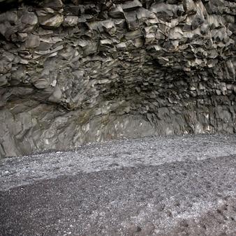 Formation de roche basaltique dans la grotte