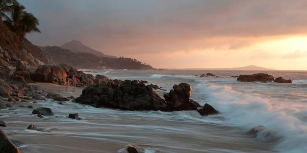 Formations rocheuses sur la côte, sayulita, nayarit, mexique
