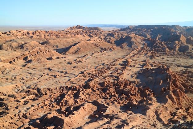 Formations rocheuses étonnantes à valle de la luna ou vallée de la lune, désert d'atacama, chili