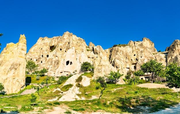 Formations rocheuses de la vallée de göreme en cappadoce, turquie