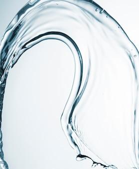 Forme abstraite de l'eau sur gros plan fond clair