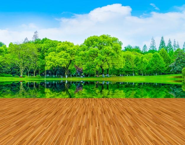 Forme de bois d'été de gazon léger
