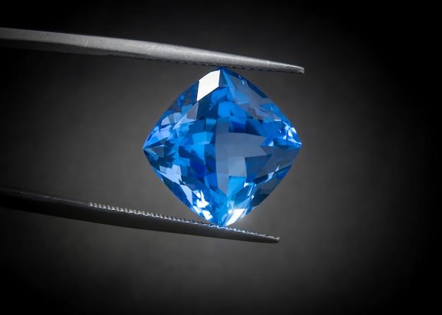 Forme de coussin en topaze bleue suisse naturelle, pierre gemme taillée de manière magnifique.