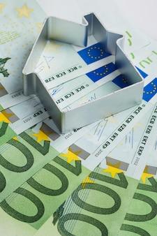 Forme de la maison et de l'argent