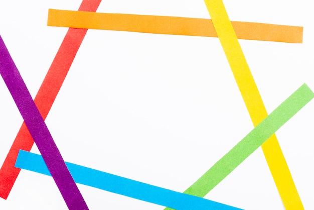 Forme de papier coloré avec copie-espace