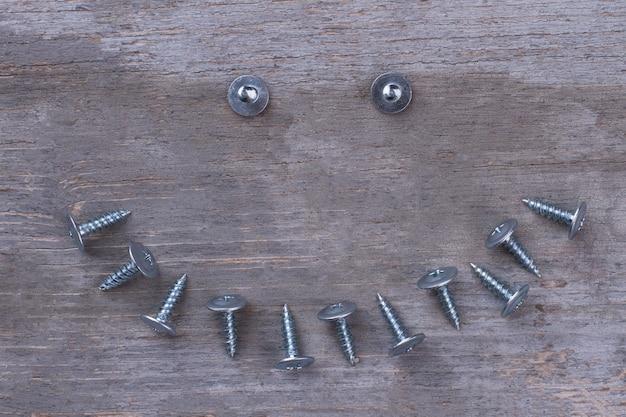 Forme de sourire des outils matériels