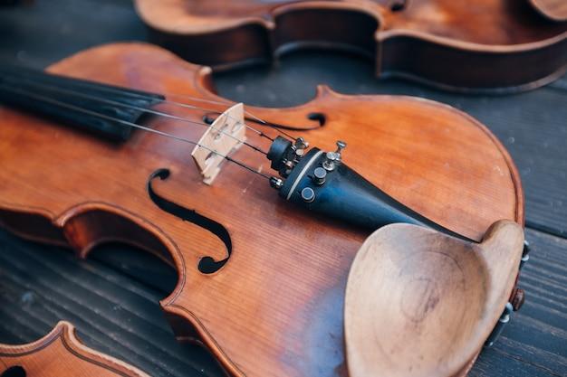 Forme de violon mélodique antique classique