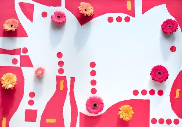 Formes de papier organique avec des fleurs de gerbra.