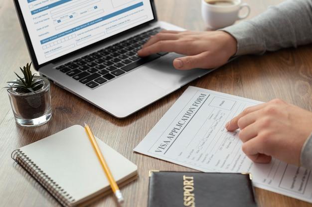 Formulaire de demande de visa sur ordinateur portable