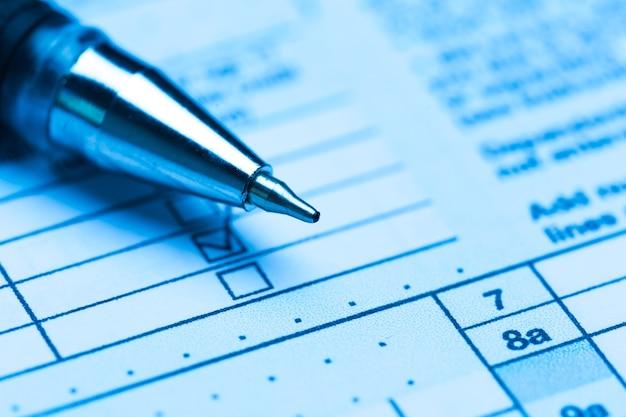 Formulaire fiscal américain avec stylo