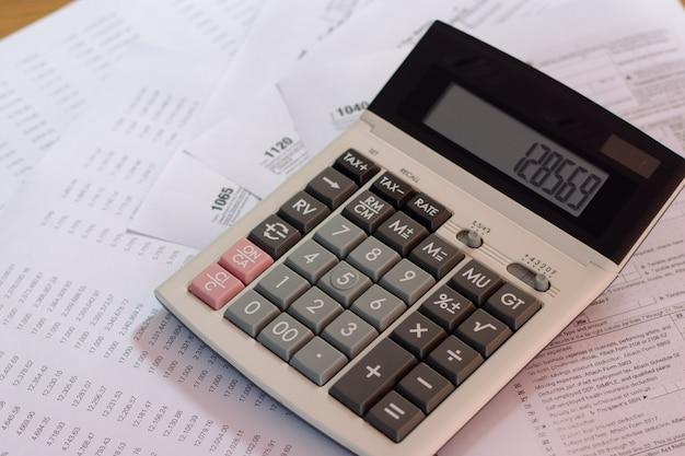Formulaire d'impôt américain avec un concept d'imposition de stylo